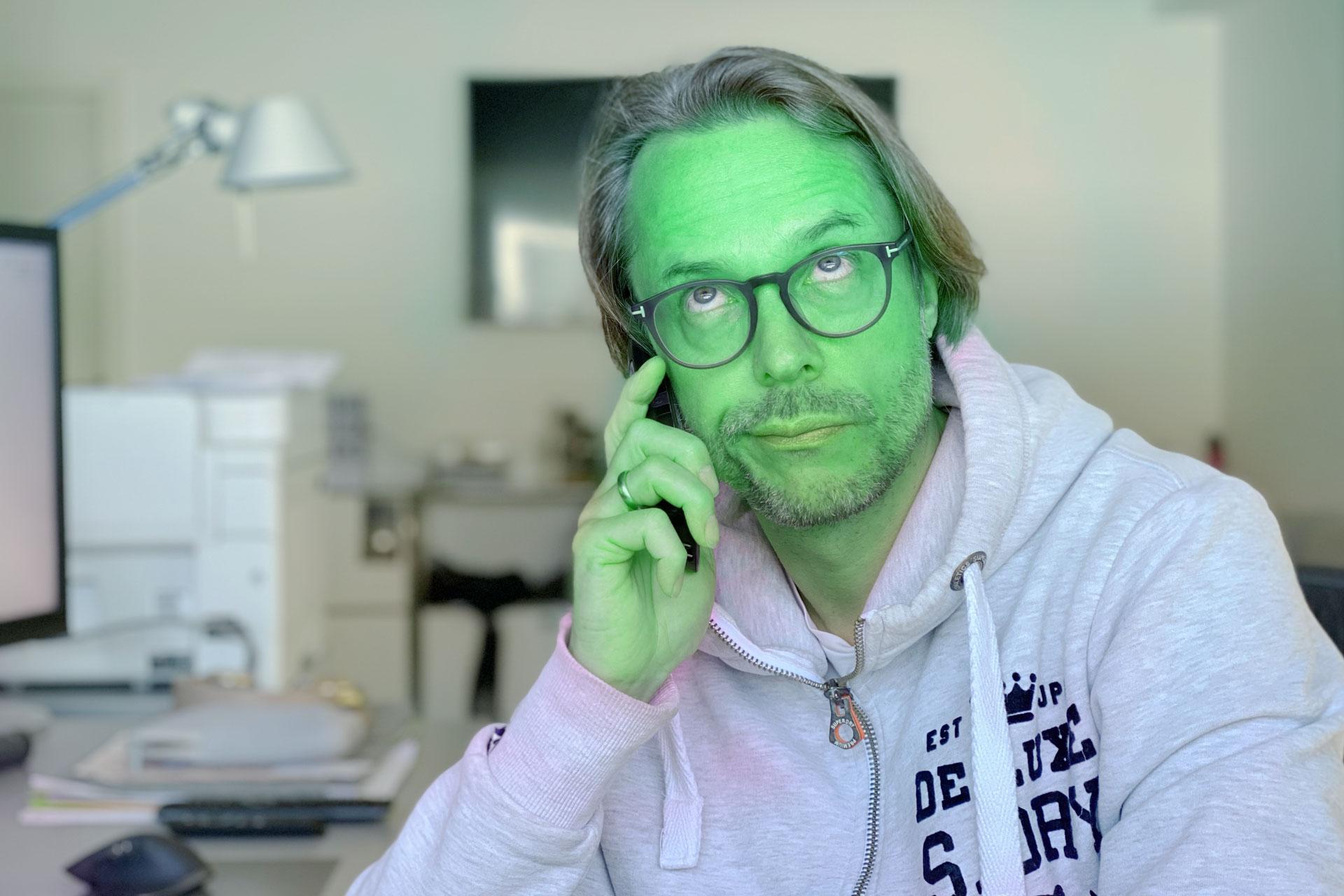 Andreas Pfeil-Schulz mit grünem Gesicht
